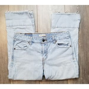 Womens distressed Levi 515 cropped capris size 6